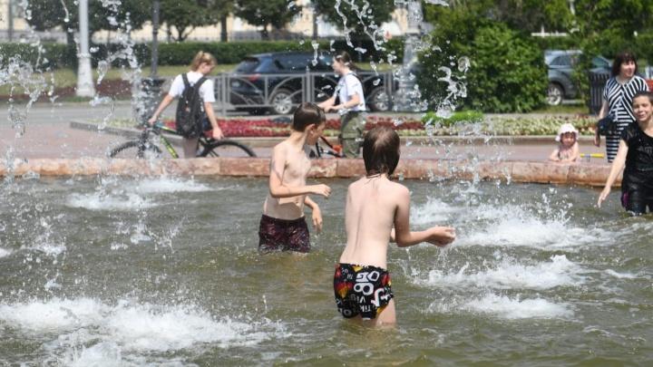 В Екатеринбурге зафиксирован температурный рекорд: жаркий онлайн-репортаж