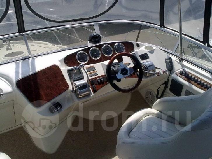 На дорогих яхтах встречается автопилот — особенно если изначально они предназначались для круизов посерьёзнее, чем путешествие по островам Оби