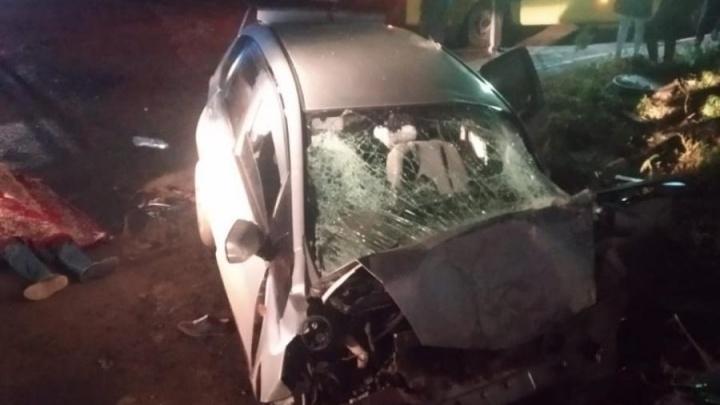 В Омске водитель «Хонды» врезался в стену дома и погиб