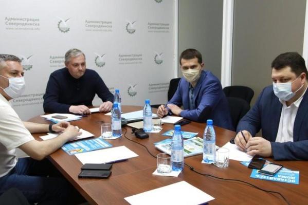 Алексей Алсуфьев — без маски и во главе стола