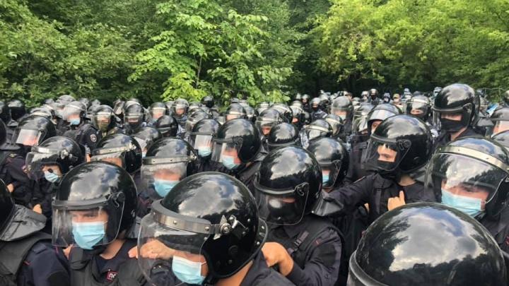 Второй день бойни на Куштау: силовики стреляют из травматического оружия и распыляют газ