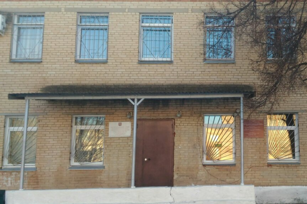 Конфликт разгорелся в территориальном отделе Роспотребнадзора Сосновского района, куда женщина, живущая под Челябинском, приехала за постановлением о двухнедельной самоизоляции