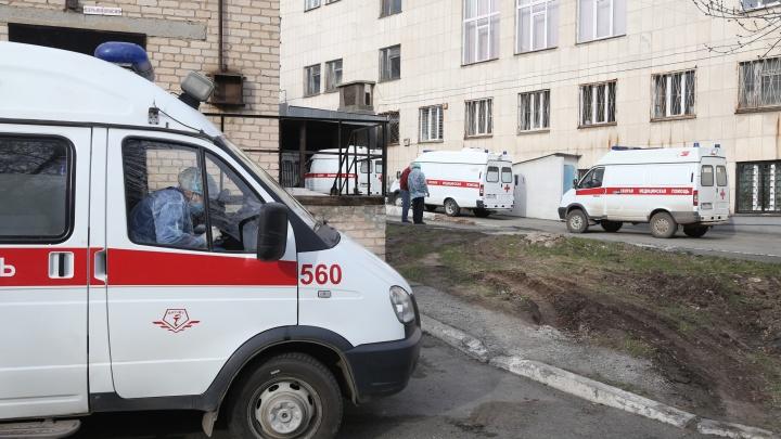 В Челябинске заболевший коронавирусом инвалид умер в ожидании скорой для перевозки на КТ