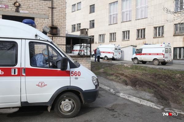 Ждать скорую по несколько дней в Челябинске сейчас приходится пациентам и с тяжёлой формой пневмонии