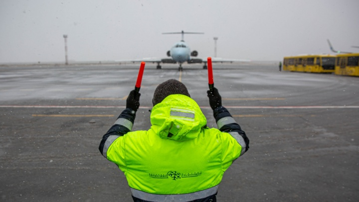 В Новосибирске приземлился последний самолет Ту-154. Больше такие летать не будут
