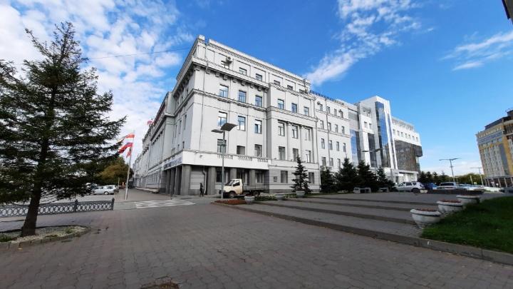 В Омске из-за сообщений о минировании эвакуировали пять зданий. Полицейские проверяли и мэрию