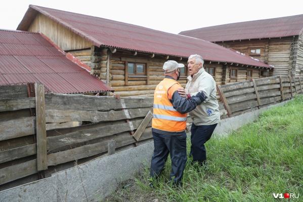 Волгоградец активно отбивал конюшни от рабочих