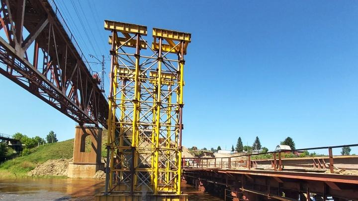 У нового железнодорожного моста на Оми появились первые пролёты