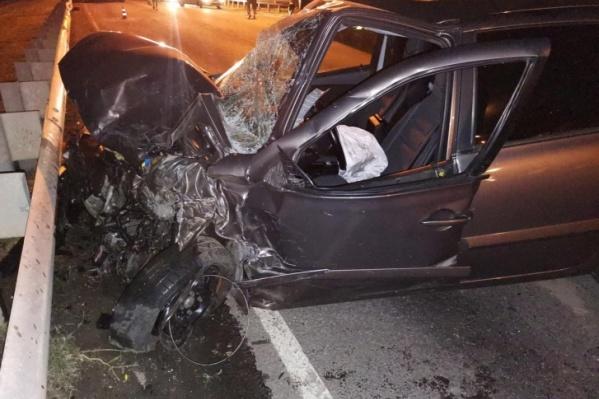 Автомобиль, в котором ехала многодетная семья, после аварии