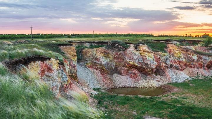 Разноцветные скалы: фотограф показал карьер горелых сланцев под Самарой