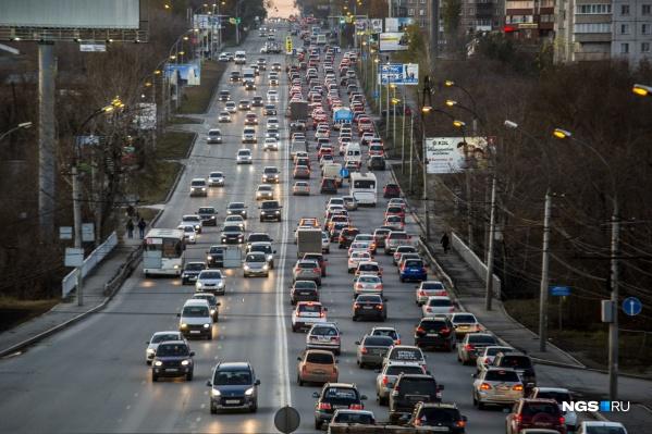 Движение затруднено на всех крупных улицах левобережья