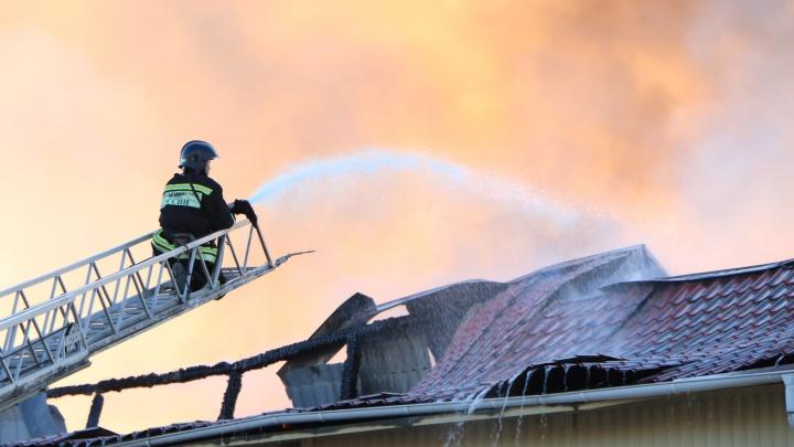 В Кургане на проспекте Машиностроителей произошел крупный пожар
