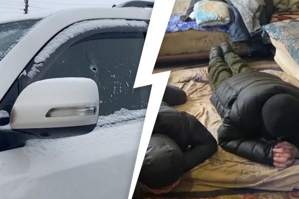 Сообщников скрутили в пригороде Челябинска. Во время задержания одного из подозреваемых силовики прострелили окно его личной машины