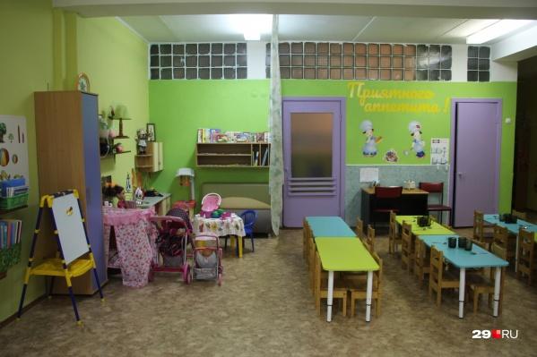 В детские сады по-прежнему можно водить детей, но за непосещение не будут брать деньги