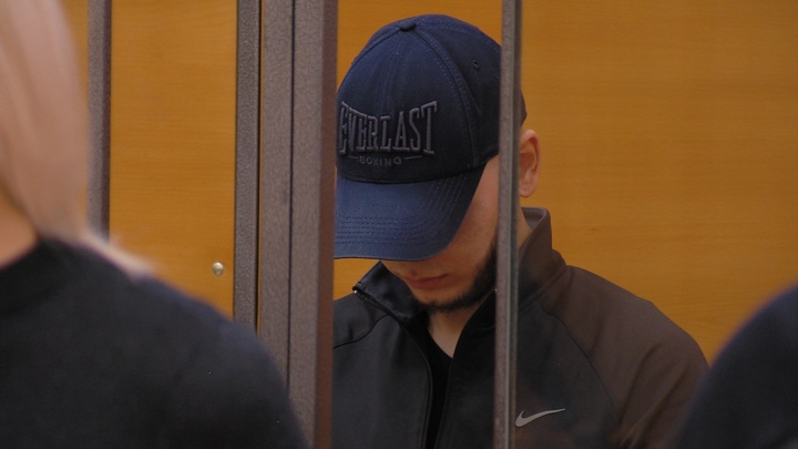 Челябинцу, вместе с матерью заказавшему убийство отца, огласили приговор