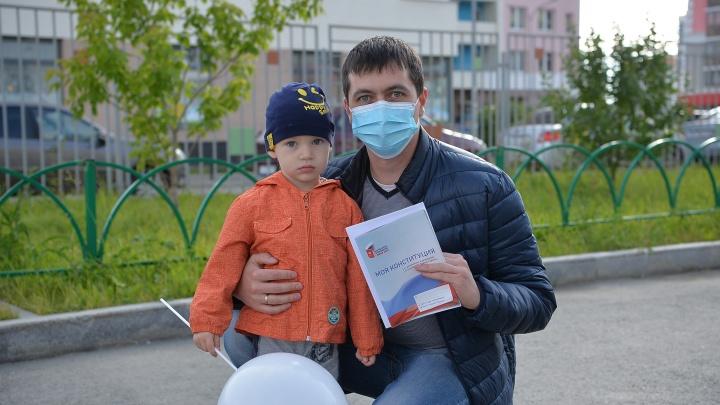 Как голосовали в Мурманске: фоторепортаж с избирательных участков