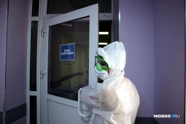 За состоянием коронавирусных больных ежедневно следят сотни врачей