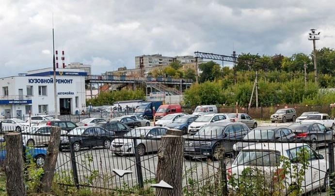 В Екатеринбурге железнодорожники решили снести мост