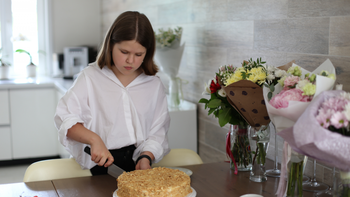 «Я не буду подсовывать фигню»: история самого юного кондитера Новосибирска (ей всего 12 лет!)
