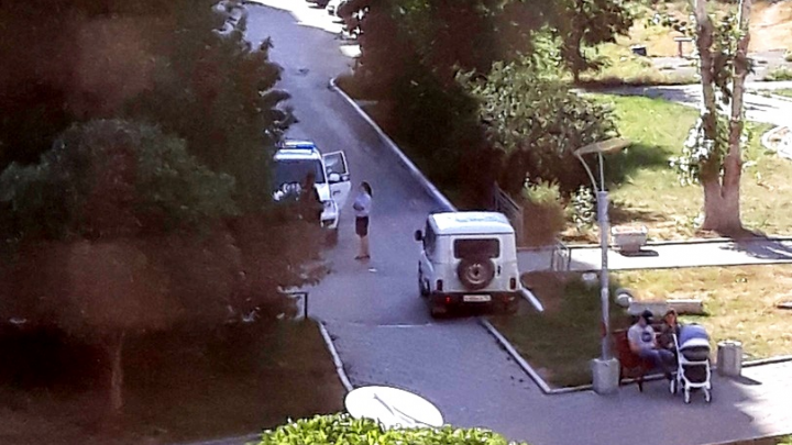 «Надели пакет на голову и бросили в багажник»: в МВД и СК рассказали подробности «похищения» девушки в Екатеринбурге