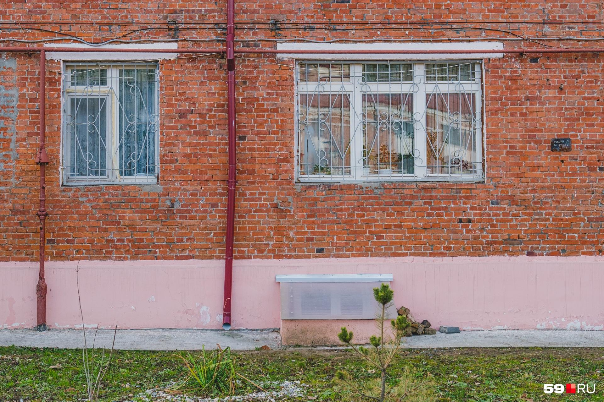 В это окно заносили рояль для юного Евгения