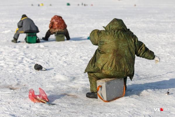 В этом году из-за теплой погоды во всей Волгоградской области нет ни одного водоема с крепким льдом