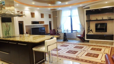 В Омске за 17 миллионов продают квартиру по соседству с губернатором
