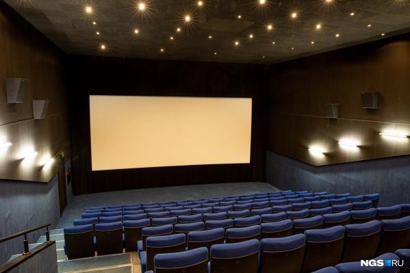 По данным правоохранительных органов, юноша планировал устроить массовое убийство после последнего сеанса в одном из кинотеатров