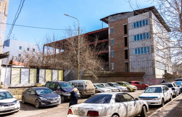 Заброшенный многоуровневый паркинг у «Кванта» хотят достроить спустя 13 лет