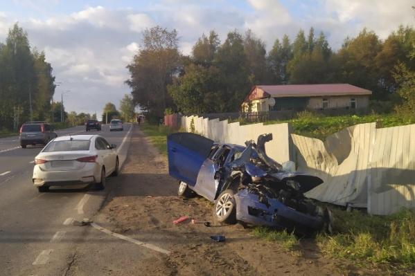После аварии одному из водителей потребовалась помощь медиков