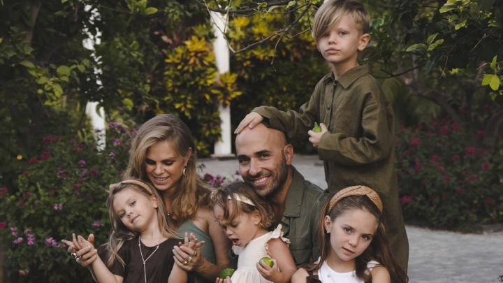 «Он принял моих детей как своих»: многодетная мать Таня Либерман — о женщинах с «прицепом»