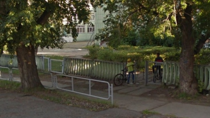 В челябинской больнице умер ребёнок, которого ударило током во время игры в прятки на школьном дворе