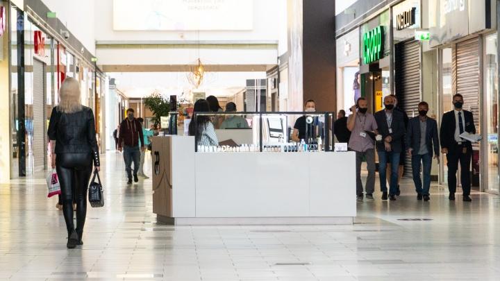 Торговым центрам в Омске разрешили работать по выходным