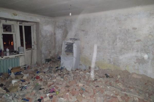 Так сейчас выглядит та самая квартира на втором этаже жилой пятиэтажки, где вечером 20 сентября произошел взрыв газа