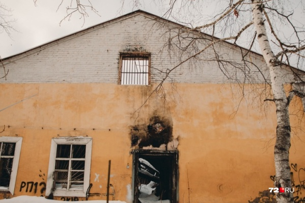 Здание выгорело в 2014 году, но было заброшено гораздо раньше