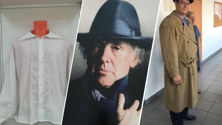 Плащ Dior, госномер и рубахи Гамлета: в красноярской школе сделали выставку вещей Иннокентия Смоктуновского