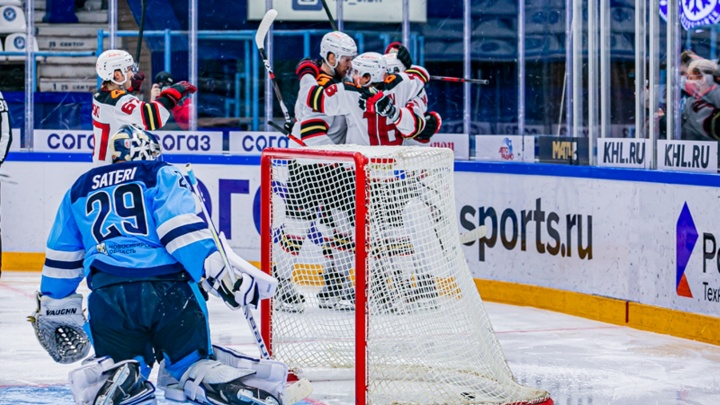«Авангард» забил четыре гола за период и спас матч с «Сибирью»