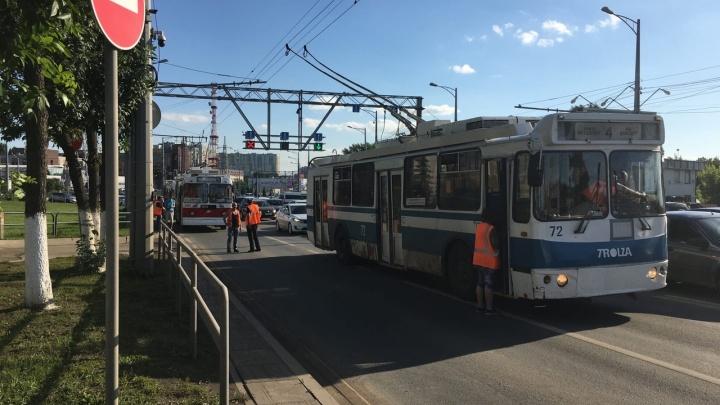 «Перегородили две полосы»: в Самаре из-за ДТП на Московском шоссе образовалась пробка