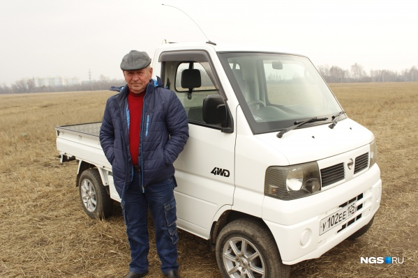 Японский Nissan Clipper 2011 года выпуска органично смотрится на фоне сибирских пейзажей