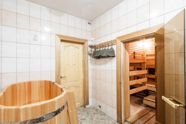 В бане кедровой парной на дровах идеально отдыхать всей семьей