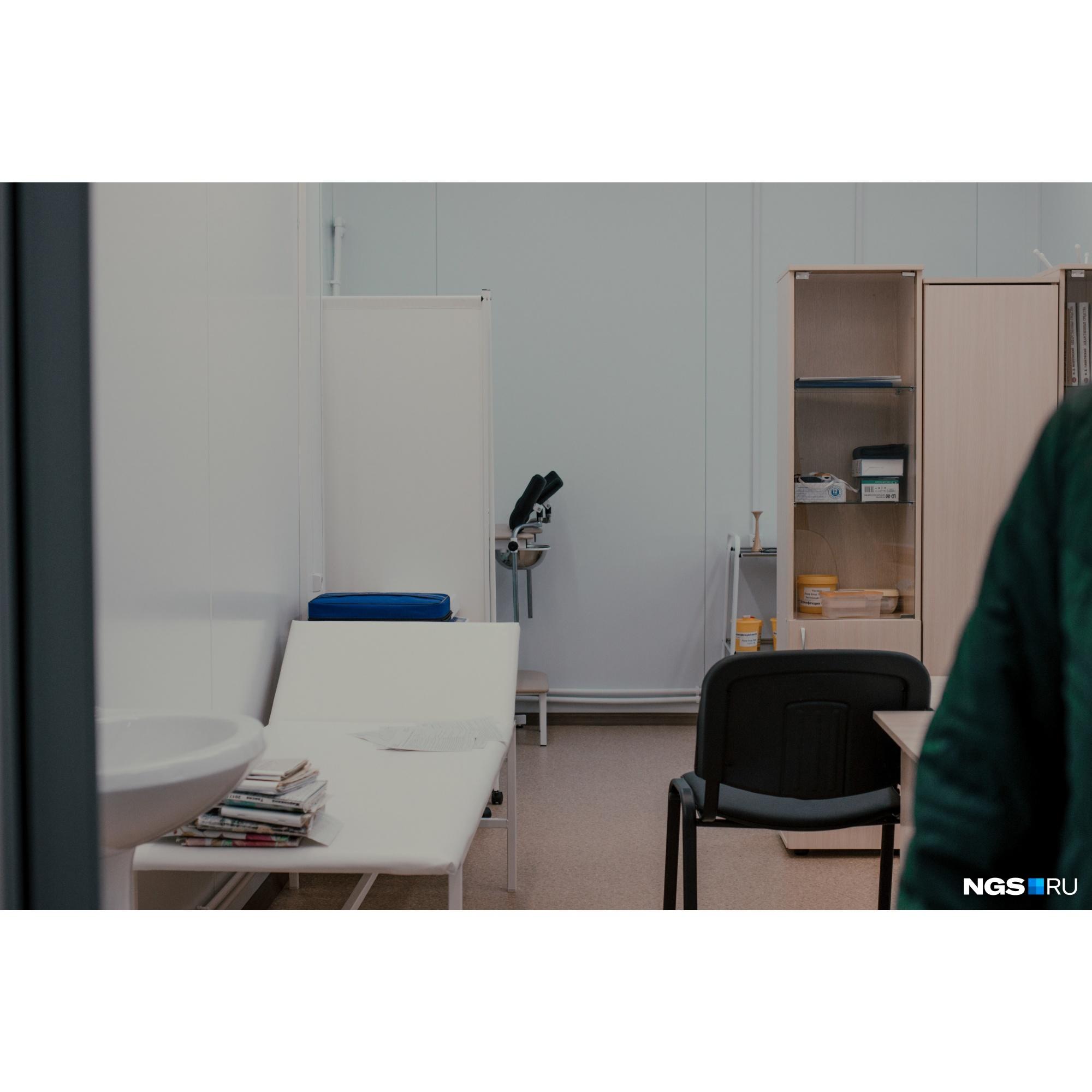 В ФАПе поселка Грибного есть санитарная и процедурная комнаты, а также несколько кабинетов врачей