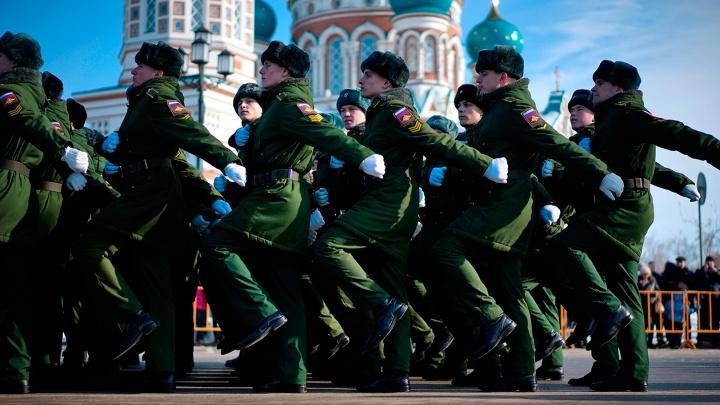 Как проходит парад в честь Дня защитника Отечества в Омске? Видеотрансляция от NGS55