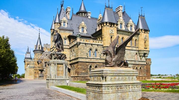 Замок Гарибальди под Тольятти: разглядываем архитектурный шедевр в деталях