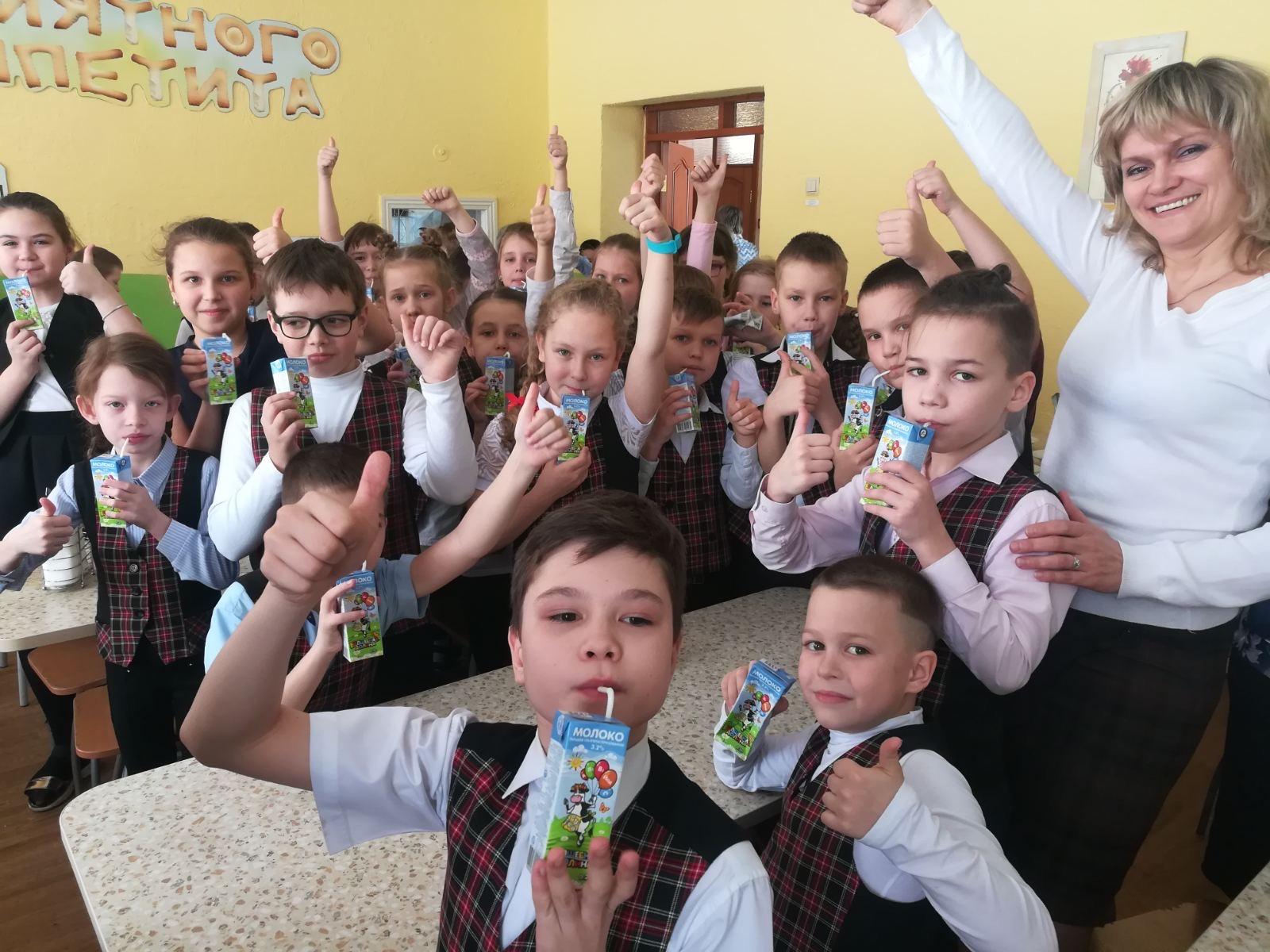 В школе в Коркино сначала дети пили молоко «Волшебная долина», а потом перешли на другое