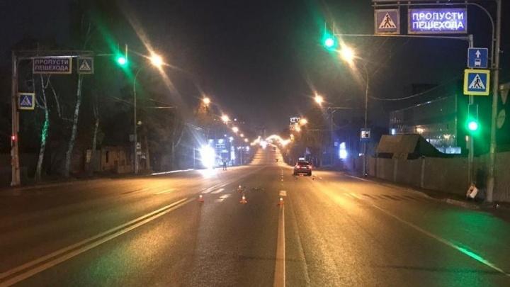 Водитель иномарки сбил мужчину на «зебре» в Заельцовском районе — у пешехода тяжёлые травмы