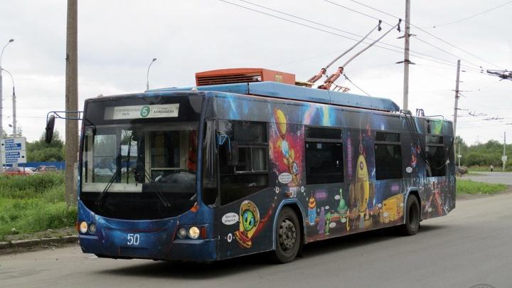 В Рыбинске уничтожают троллейбус: как на транспортный скандал отреагировали наверху