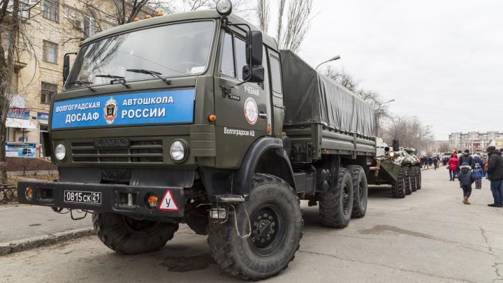 Волгоградцы отправились в Новочеркасск строить гигантскую автоёлку