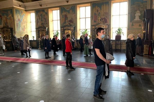 В епархии ответили, что все прихожане соблюдали дистанцию и были в масках