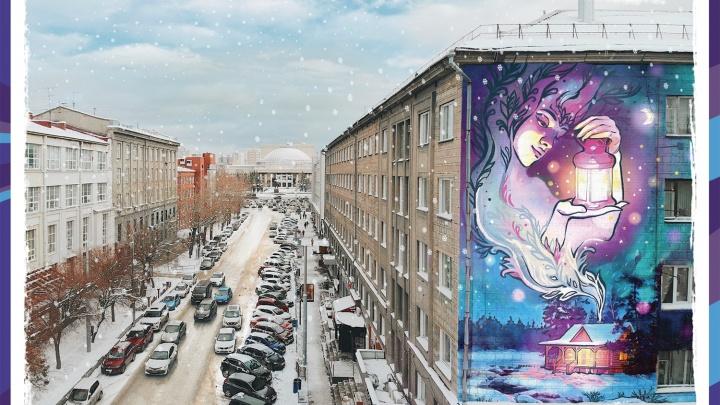 Как с открытки: известная художница расписала фасады домов сказочными граффити