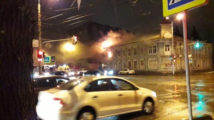В центре Уфы горит знаменитый особняк Бухартовских: «Ну вот и нет памятника архитектуры»